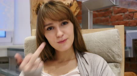 öfke : Young Woman in Anger Showing Middle Finger
