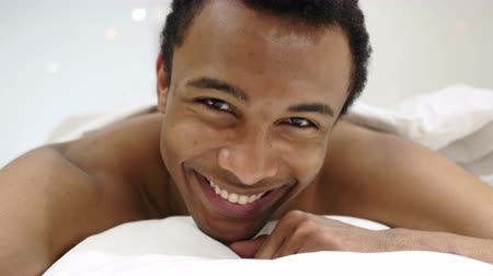 mech : Yes by African Man Lying in Bed, Shaking Head to Agree Wideo