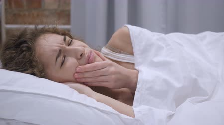 relaks : Frustrated Female Lying in Bed Suffering Teeth Pain, Toothache Wideo