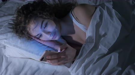 relaks : Beautiful Young Female Using Smartphone at Night, Scrolling