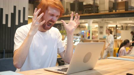 irritáció : Screaming Loud, Angry Man going Crazy by Problems of Work