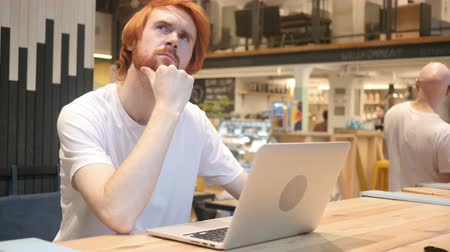 vöröshajú : Thinking, Pensive Redhead Beard Man Sitting in Cafe Stock mozgókép