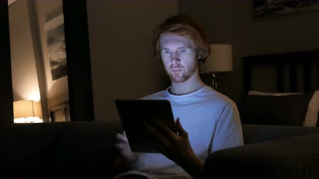 vöröshajú : Online Shopping at Night on Tablet, Happy Redhead Man