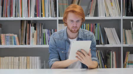 vöröshajú : Redhead Man Browsing Internet on Tablet PC