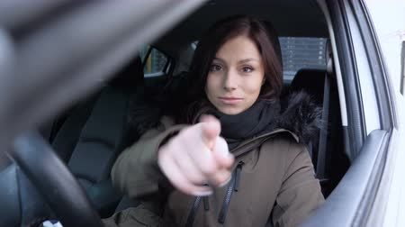 выбирать : Pointing towards Camera, Young Woman Sitting in Car Стоковые видеозаписи