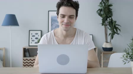 emin : Yes, Positive Man Accepting Online Offer at Work, Laptop Stok Video