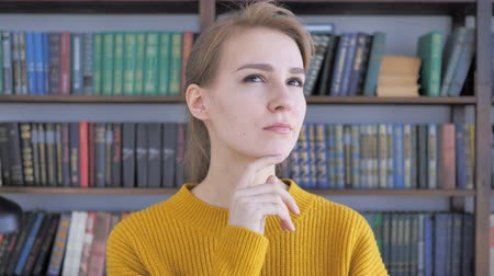 рассмотрение : Portrait of Thinking Woman in Office