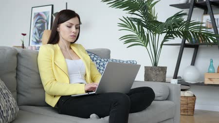 duše : Casual Sitting Woman Listening Music on Laptop at Home
