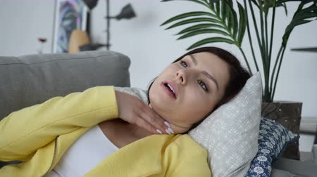 alergia : Cough, Sick Woman Laying on Sofa at Home and Coughing