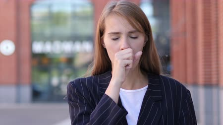 garganta : Sick Business Woman Coughing while Standing Outdoor