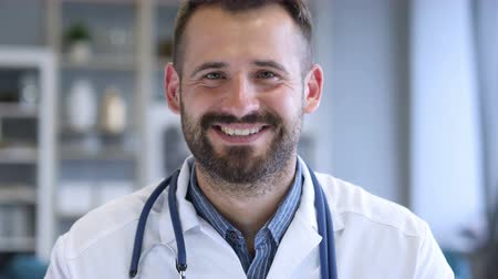 sebész : Portrait of Smiling Confident Doctor