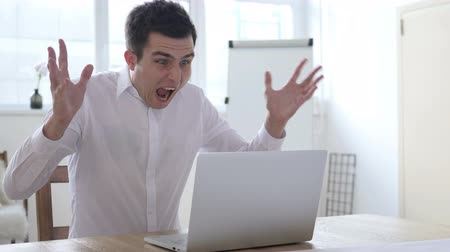 depresja : Shouting and Screaming Angry Businessman at Work