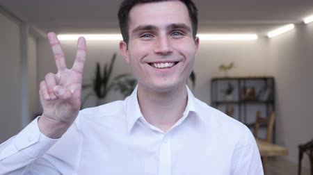 ações : Victory Sign by Positive Businessman