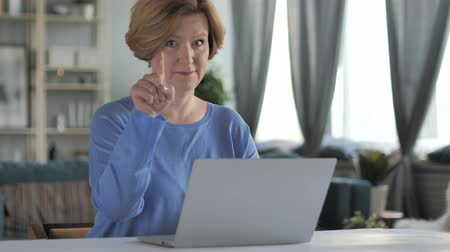 ações : Old Senior Woman Pointing Toward Camera at Work Stock Footage