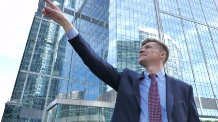 bankier : Ambitious Businessman Pointing with Finger