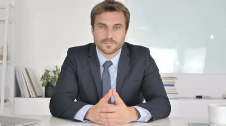 трейдер : Businessman Talking During Online Video Chat