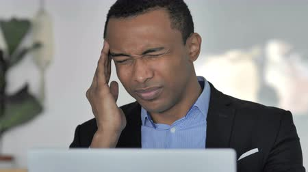 handlowiec : Close-up of Stressed Casual Businessman with Headache Working on Laptop Wideo