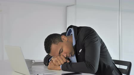 excesso de trabalho : Sleeping Casual Afro-American Businessman with Head on Desk at Work
