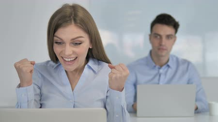 трейдер : Excited Businesswoman Celebrating Стоковые видеозаписи
