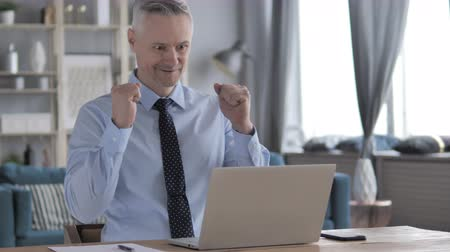 suceder : Excited Gray Hair Businessman Celebrating Success, Working on Laptop Vídeos