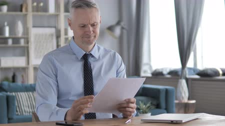 подпись : Gray Hair Businessman Excited after Reading Documents Стоковые видеозаписи