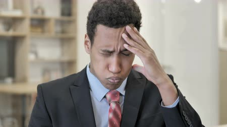 интерн : Headache, Stressed African Businessman