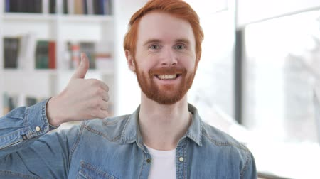 преуспевать : Thumbs Up by Casual Redhead Man