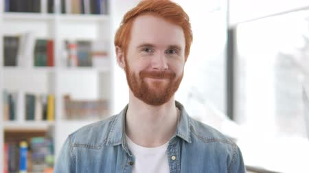 договориться : Casual Redhead Man Shaking Head in Acceptance
