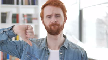 femme rousse : Thumbs Down par Casual Redhead Man