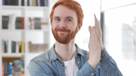 polegar : Applauding, Clapping Casual Redhead Man