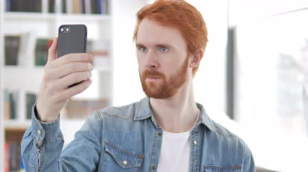 poznámky : Casual Redhead Man Taking Selfie with Smartphone