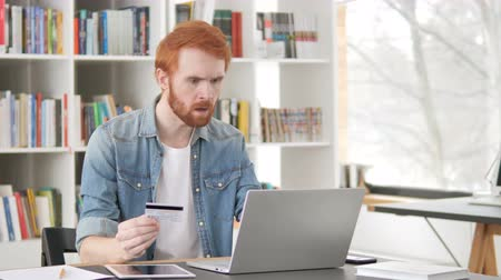 sem problemas : Online Shopping Failure for Casual Redhead Man Vídeos