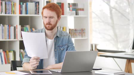 czytanie : Casual Redhead Man Reading Contract at Work