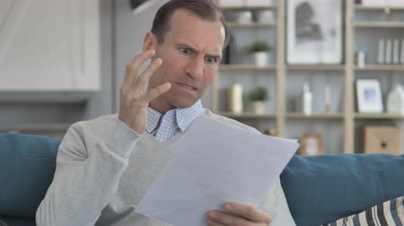 czytanie : Middle Aged Man Feeling Upset while Reading Documents, Contract Wideo