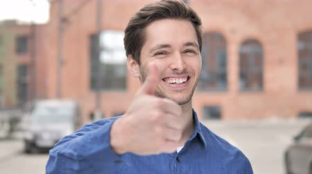 suceder : Thumbs Up by Young Man Standing Outdoor Vídeos