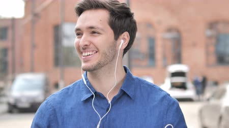 bas : Outdoor Dancing Young Man Listening Music on Smartphone