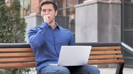 ławka : Sitting Young Man Coughing While Working On Laptop