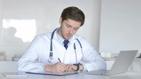 документация : Doctor Writing Prescription for Patient, Medical Documents