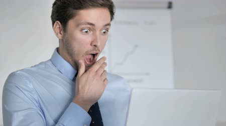 kabine : Wow, Close Up of Surprised Young Businessman at Work