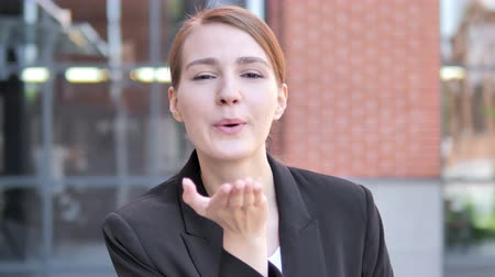 convidativo : Flying Kiss by Young Businessman Standing