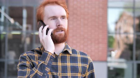 discar : Outdoor Redhead Beard Young Man Talking on Phone Stock Footage