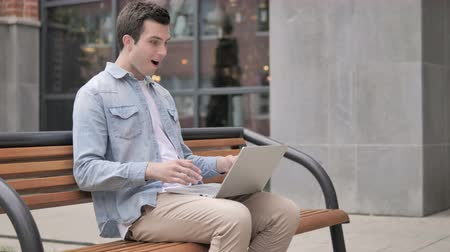 suceder : Young Man Celebrating Laptop Sitting Outside Office
