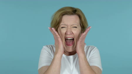 adversidad : Screaming Angry Old Woman, Blue Background