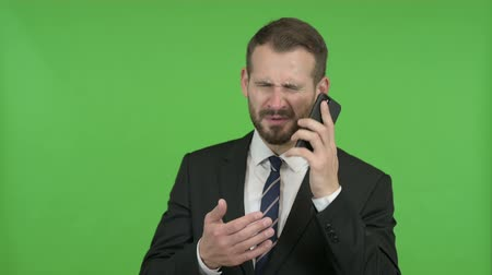gritar : Frustrated Young Businessman get angry on Call against Chroma Key Vídeos