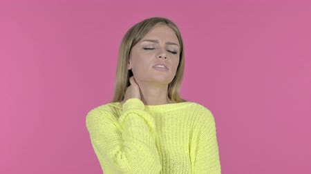 ortopedia : Tired Young Girl having Nick Pain, Pink Background Wideo