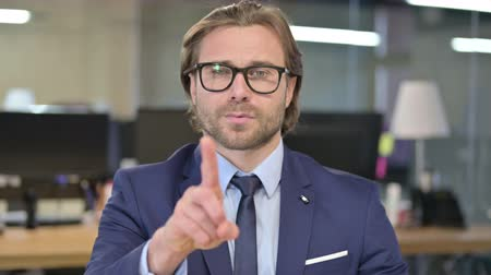 ontkenning : Portrait of Businessman saying No with Finger Sign Stockvideo