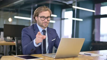 merging : Cheerful Businessman Pointing finger and Inviting Stock Footage