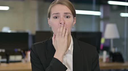 bir genç kadın sadece : Portrait of Disappointed Young Businesswoman Feeling Shocked Stok Video
