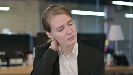 kereskedő : Portrait of Hardworking Young Businesswoman having Neck Pain