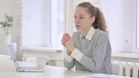 counsel : Professional Young Latin Woman Talking to Client in Modern Office